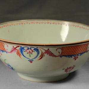 雍正粉彩花纹巨型大碗