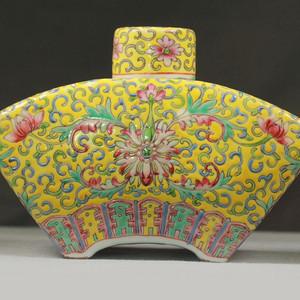 黄地粉彩缠枝莲纹盖罐