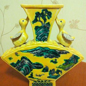 联盟 民国黄釉山水雕件