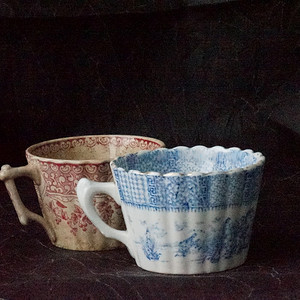两个欧洲老青花粉彩咖啡杯