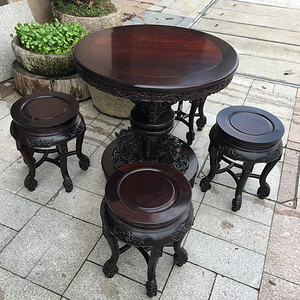 红木圆桌加四根圆凳