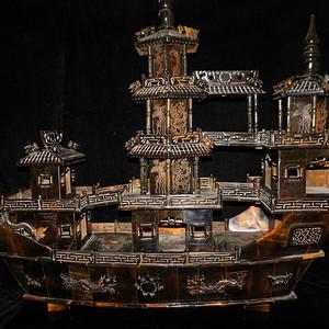 震撼.精品  民国时期老料牛角精雕龙船摆件
