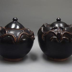 吉州窑黑釉贴塑龙纹围棋罐 一对