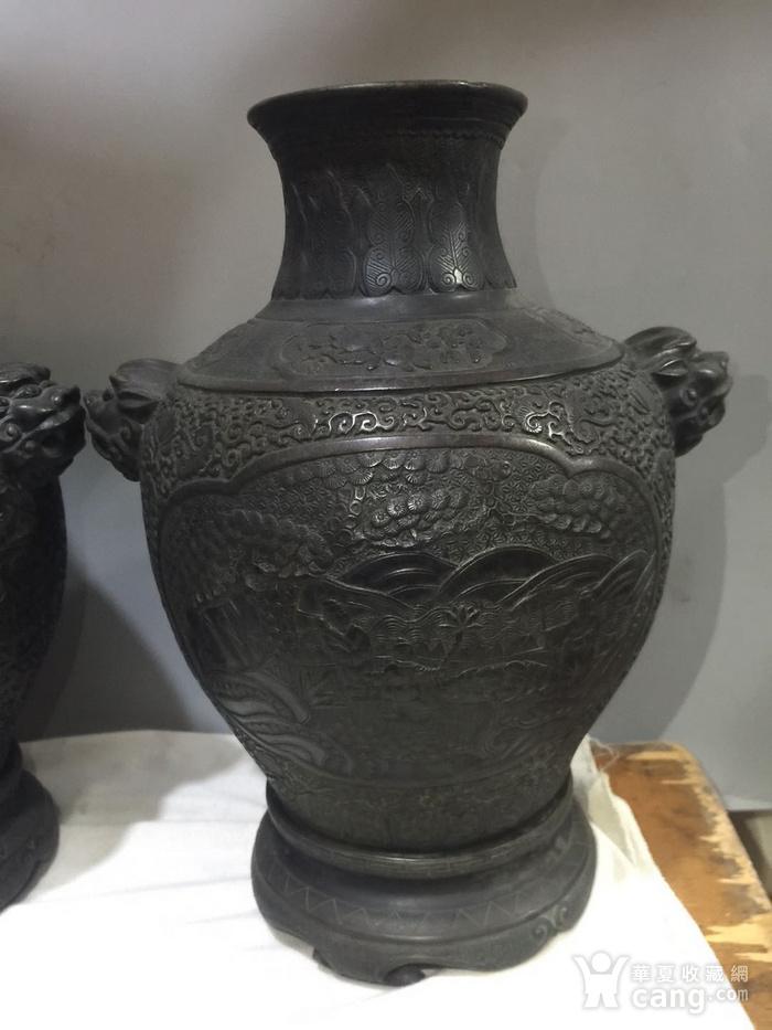 欧洲回流铜人物刻花双耳瓶图3