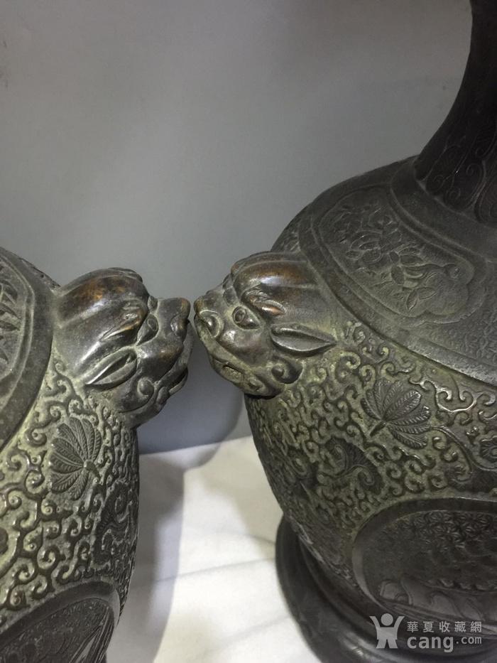欧洲回流铜人物刻花双耳瓶图7