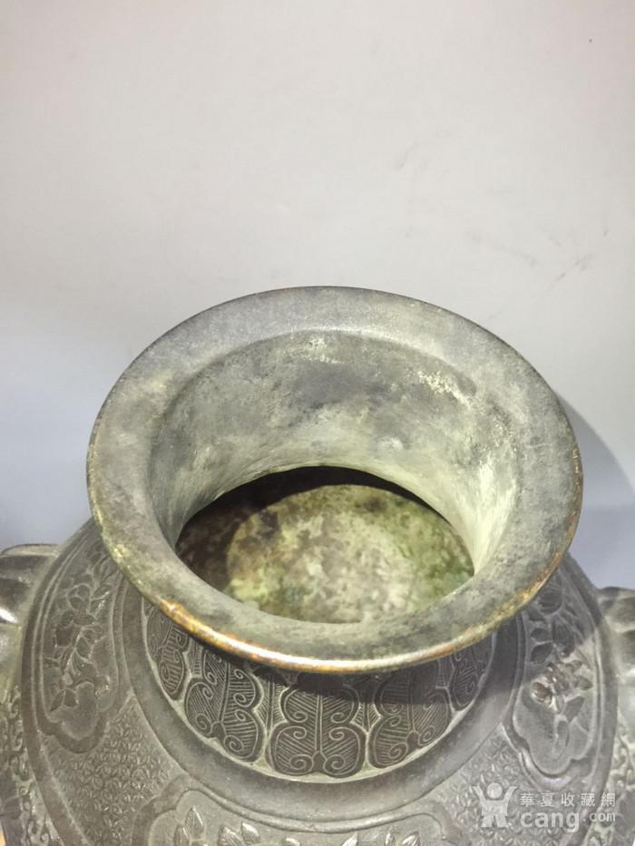欧洲回流铜人物刻花双耳瓶图12