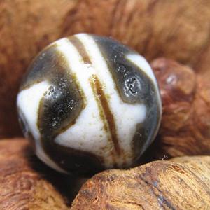 藏传玛瑙 山水珠 风化清晰
