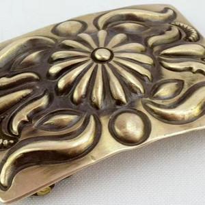 一个纯银皮带扣