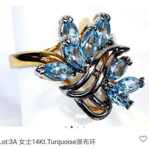 一个漂亮的14k金镶嵌宝石的戒指