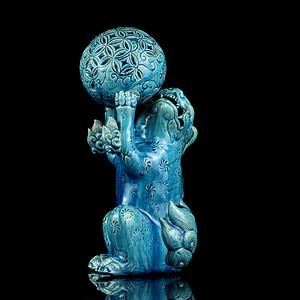 1清孔雀蓝釉狮子戏球摆件
