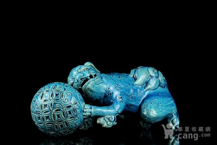 1清孔雀蓝釉狮子戏球摆件图5