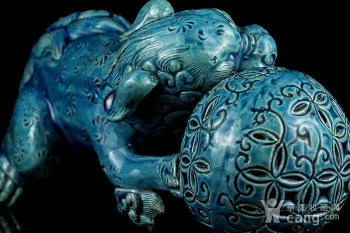 1清孔雀蓝釉狮子戏球摆件图10