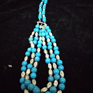 一条纯银隔珠老松石项链,印第安的