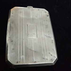 一个纯银的小化妆盒