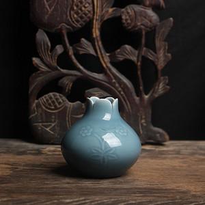 半刀雕刻豆青石榴瓶