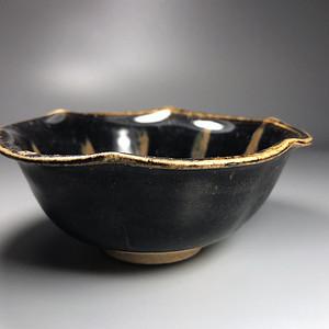 宋 元磁州窑黑釉葵口碗一只