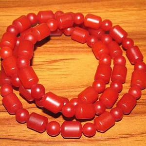 民国时期 正宗 保山南红 柿子红 色泽纯正 颗颗莹润 挂链一条