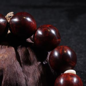 印度小叶紫檀1.8满瘿子手串