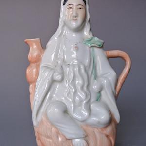 民国瓷塑粉彩观音茶壶