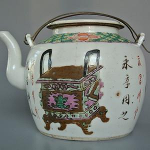 民国粉彩钟鼎博古图茶壶