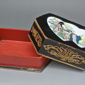 清晚民国镶瓷板湘云醉酒纹漆器六方文盒