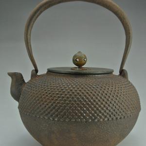 日本昭和期霰形铁壶