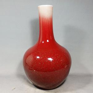 乾隆红釉天球瓶