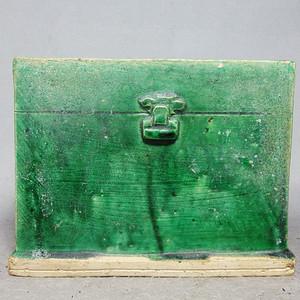 清代绿釉箱式供器