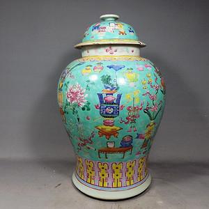 清代绿地粉彩清供博古绘画将军罐
