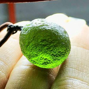 天外来物!捷克陨石原石纯天然捷克陨石完美全透满绿吊坠!