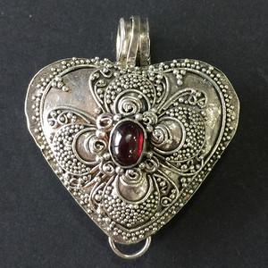 8008欧洲回流老银花丝心形珠子嵌石榴石吊坠