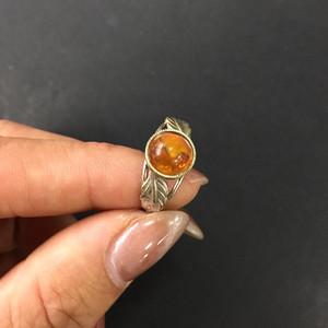 8085欧洲回流银嵌琥珀戒指