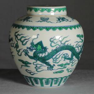 斗彩绿龙纹盖罐