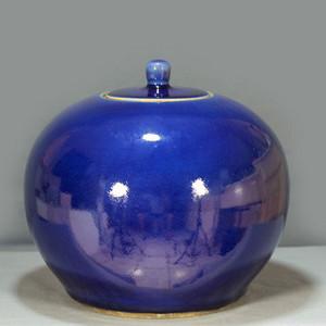 清乾隆祭蓝釉盖罐