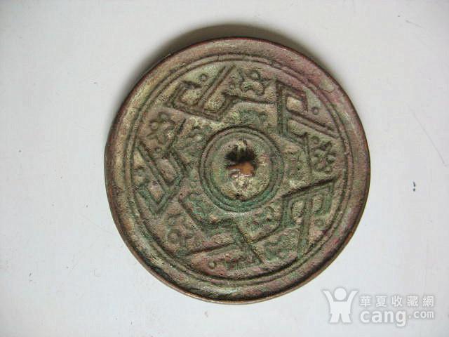 宋元山字纹小铜镜图1