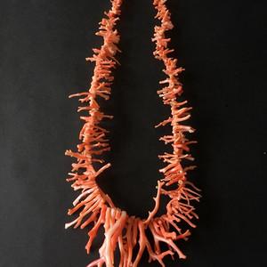 8141欧洲回流孩儿面珊瑚枝随形项链