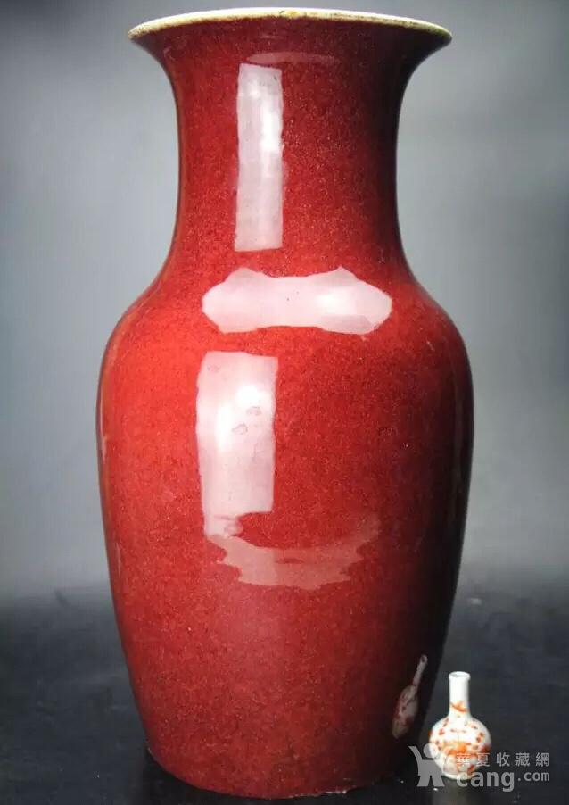 大清乾隆朱砂红釉大观音瓶图1