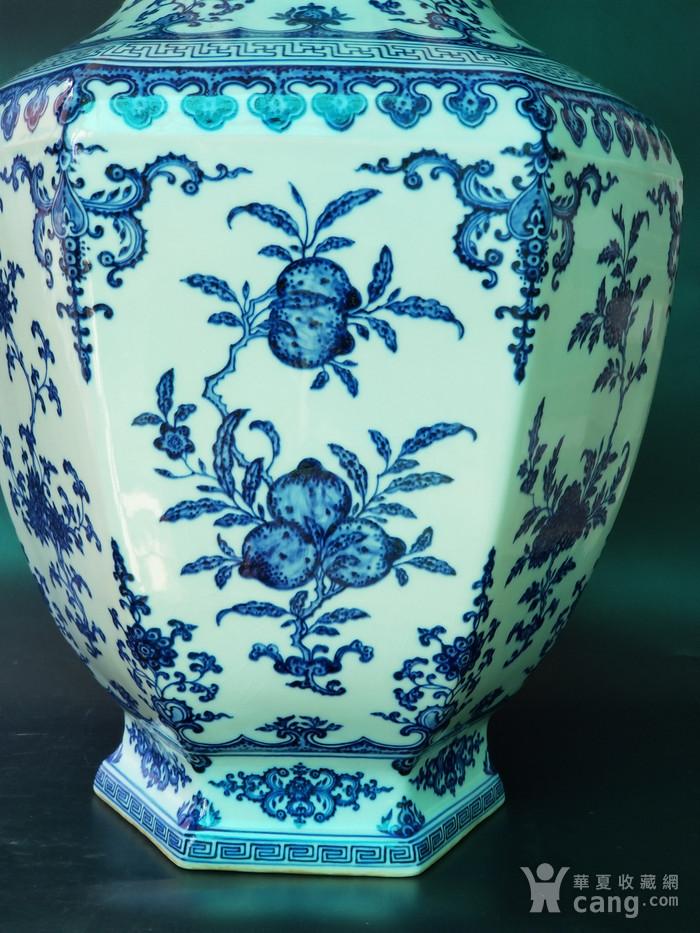 青花折枝果六方瓶图2