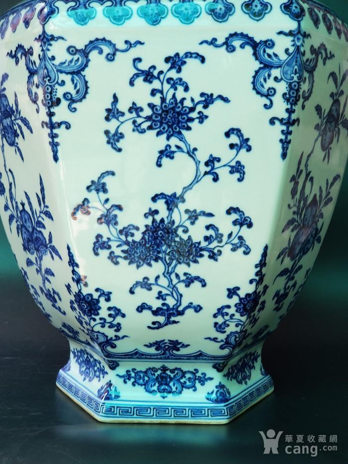 青花折枝果六方瓶图3