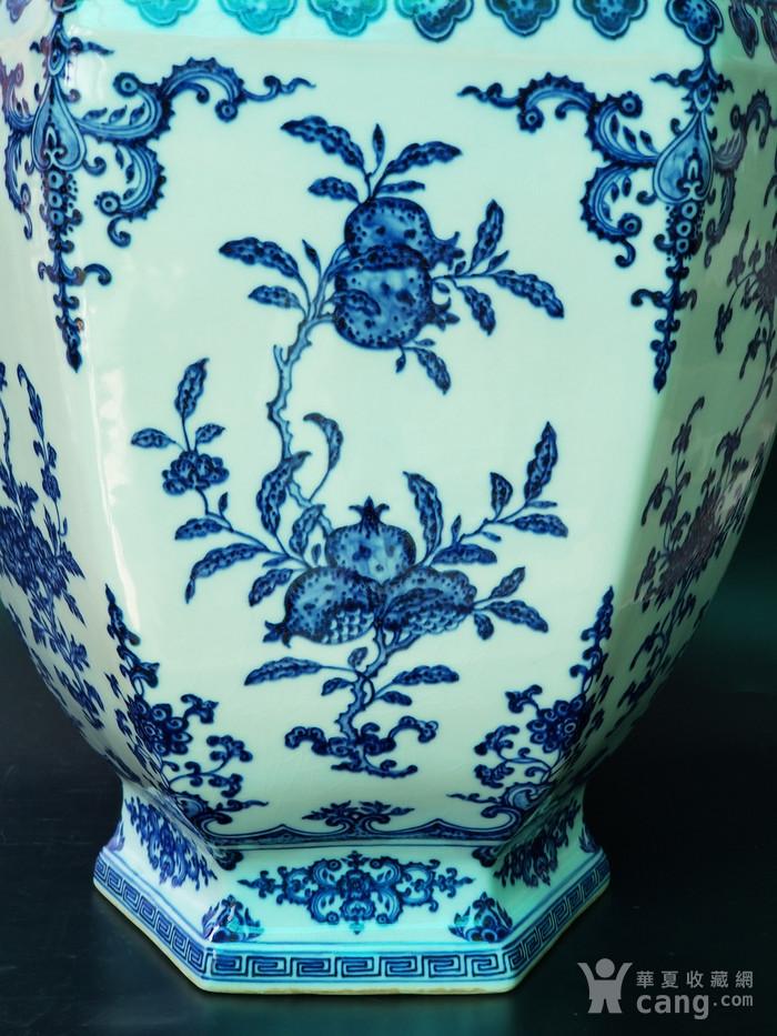 青花折枝果六方瓶图4