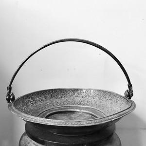 欧洲回流 精品 十九世纪银质满工錾刻果盘一只