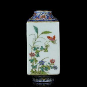 40清晚粉彩四季花卉纹棕式瓶