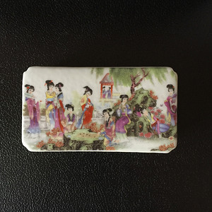 116 粉彩人物故事镂空镇纸