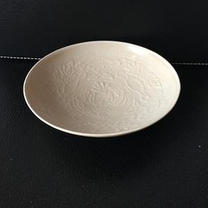 155 定窑印花鸳鸯莲藻纹小碟
