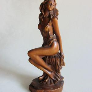 艺术美  花梨木雕美少女