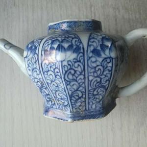 清代早期青花菱形花草纹茶壶