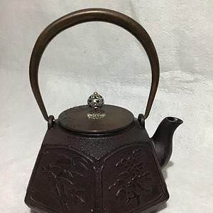 全新未使用过的铁壶