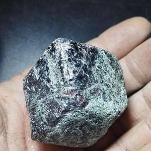 红宝原石一个