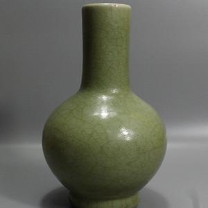 龙泉窑素面瓶