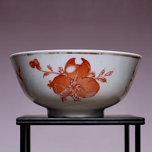 藏海淘 矾红彩三多花卉纹瓷碗 JZ468